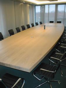 Konferenztisch 8m lang. In Zusammenarbeit mit Labsdesign.