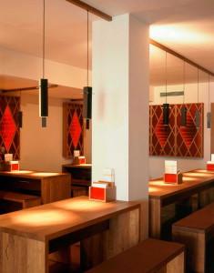 Restaurantmöbel mit Lichtelementen. In Zusammenarbeit mit Atelier Centrale.