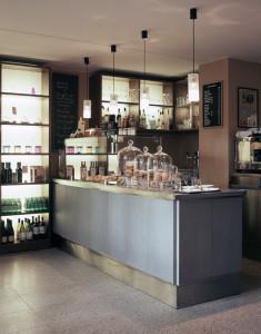 cafe-aroma-tresen_web
