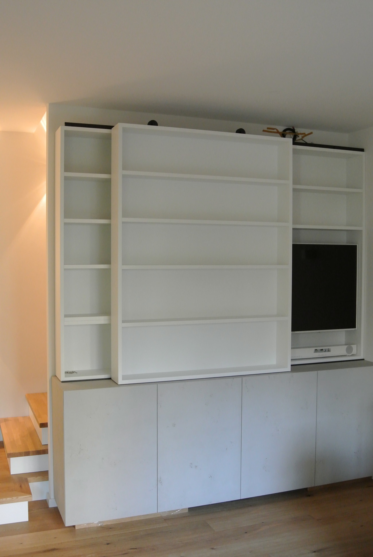 Fernsehschrank geschlossen  Individuelle Möbel | Tischlerei in Hamburg Altona