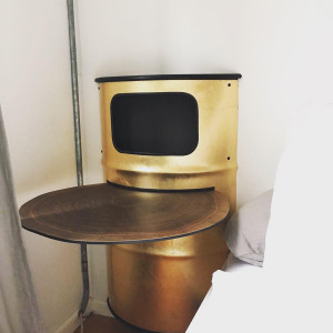 Nachttisch  Blattgold belegt, mit Ablageplatte aus Baumscheibenfurnier