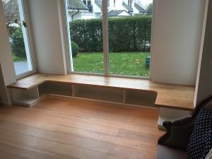 Sitzbank  in Fensternische