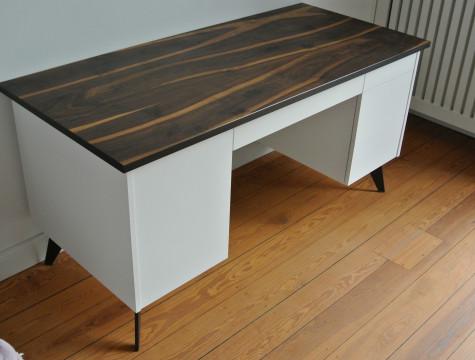 Schreibtisch mit Räuchereichenplatte